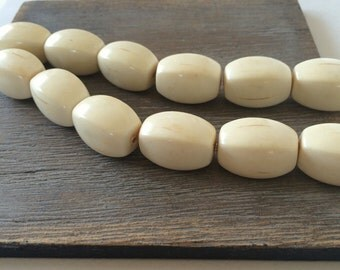 Vintage Faux Ivory Bead, 25mm, 4 Pcs