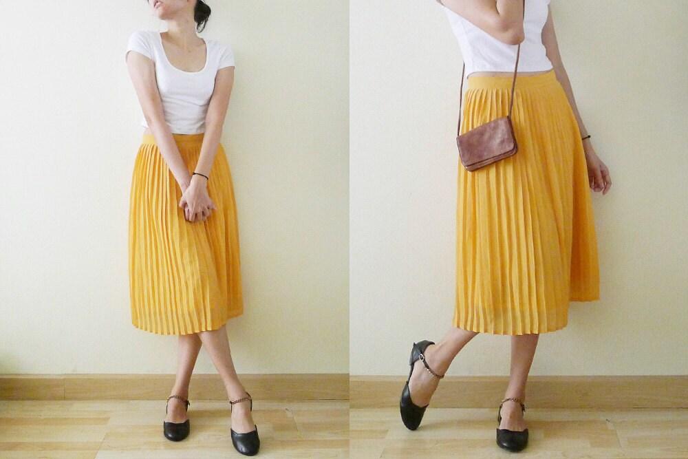 vintage 70's Plain Mustard Yellow Pleated skirt high