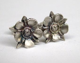 manuka flower studs  - sterling silver