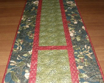 Christmas Quilted Table Runner, Red Green Holiday Quilt, Christmas Decor, Green Christmas Table Runner, Holiday Decor Green, Winter Runner
