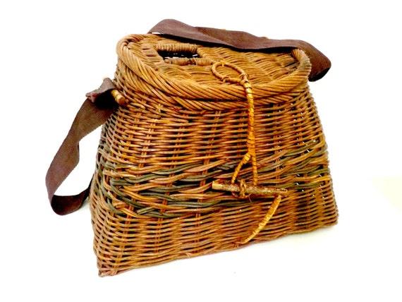 Vintage fishing creel wicker fishing basket webbed shoulder for Fly fishing creel