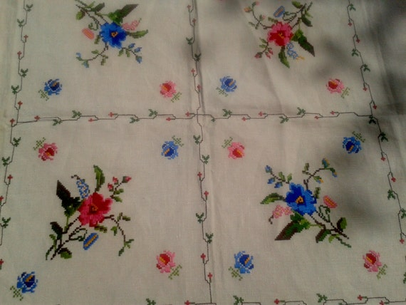Off White Linen Tea Tablecloth French Floral Hand Embroidered Matching 6 Napkins Unused #sophieladydeparis