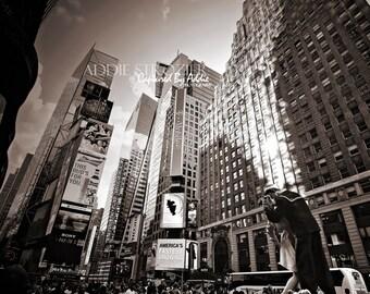 NYC Times Square Kiss Photography Print / Sailor Nurse Statue New York NYC Wall Art Kissing Sailor