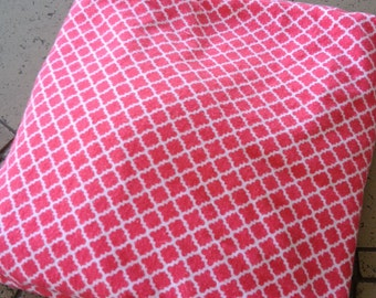 Salmon and white lattice print fitted crib /toddler sheet