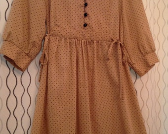 LET'S PICK DAISIES///Super Sweet and Cute Beige 70s Mini-Dress w/Black Polka Dots and Button Front - S/M