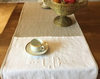 Table runner, linen and embroidered white cotton Monogramme CB