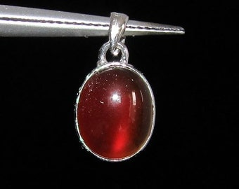 sterling silver gemstone pendant with a orange red oval shaped carnelian marked 925 (GP398)
