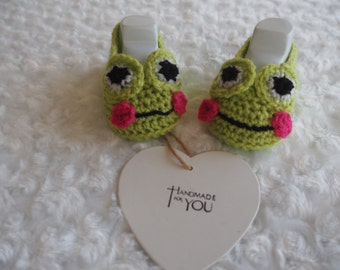 Frog crochet baby booties,shoes,baby booties,baby slippers,baby shower gift,christening shoes, novelty booties, animal booties.