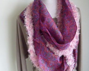 delicious airy summer foulard with pink donsrand (circumference 210 cm, width 36 cm)