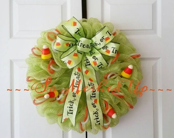 Perfect wreath to greet your Halloween guests! Deco Mesh Halloween/ Candy Corn wreath