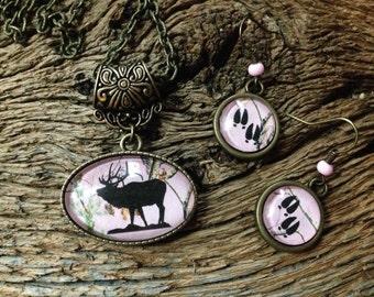 Bugling elk and elk track pink camouflage set: elk necklace and earrings set