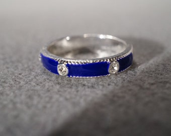 vintage silver tone band ring with royal blue enamel and set with white rhinestones,size 9    M7