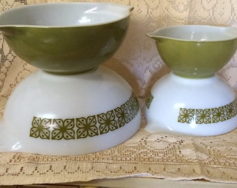 Pyrex olive green and white Verde Square mixing nesting  bowls