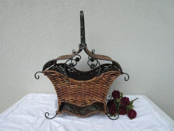 Vintagefancyornatewickermetal Basket W Handle Amp Two Top