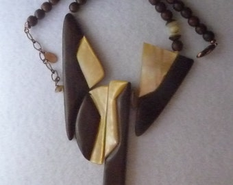 Necklace. Wood. France. Vintage.