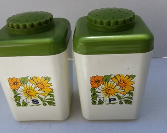 Mid Century Modern salt & pepper shakers