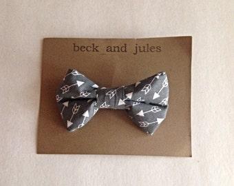 Boys grey arrow patterned clip bow tie
