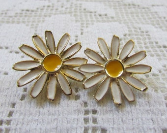Sunny vintage enamel daisy flowers clip on earrings