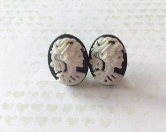 Cameo Skull Earrings - 1x pair of resin earrings with skull cameo design - 13mm x17mm Plastic cameos set on surgical steel post - rockabilly