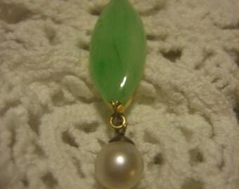 JADE and Pearl Pendant 14 Karat Gold