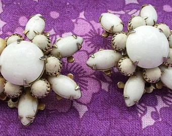 Vintage clip on white flower snowflake earrings
