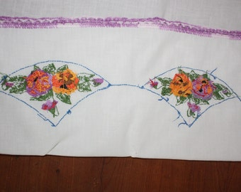 Vintage 1950s Table Runner Hand Embroidered