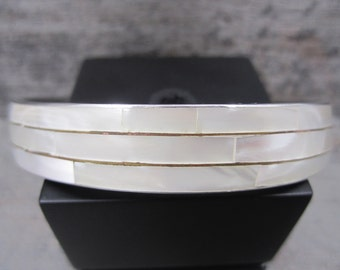 Elegant silvertone bangle with Mother of Pearl