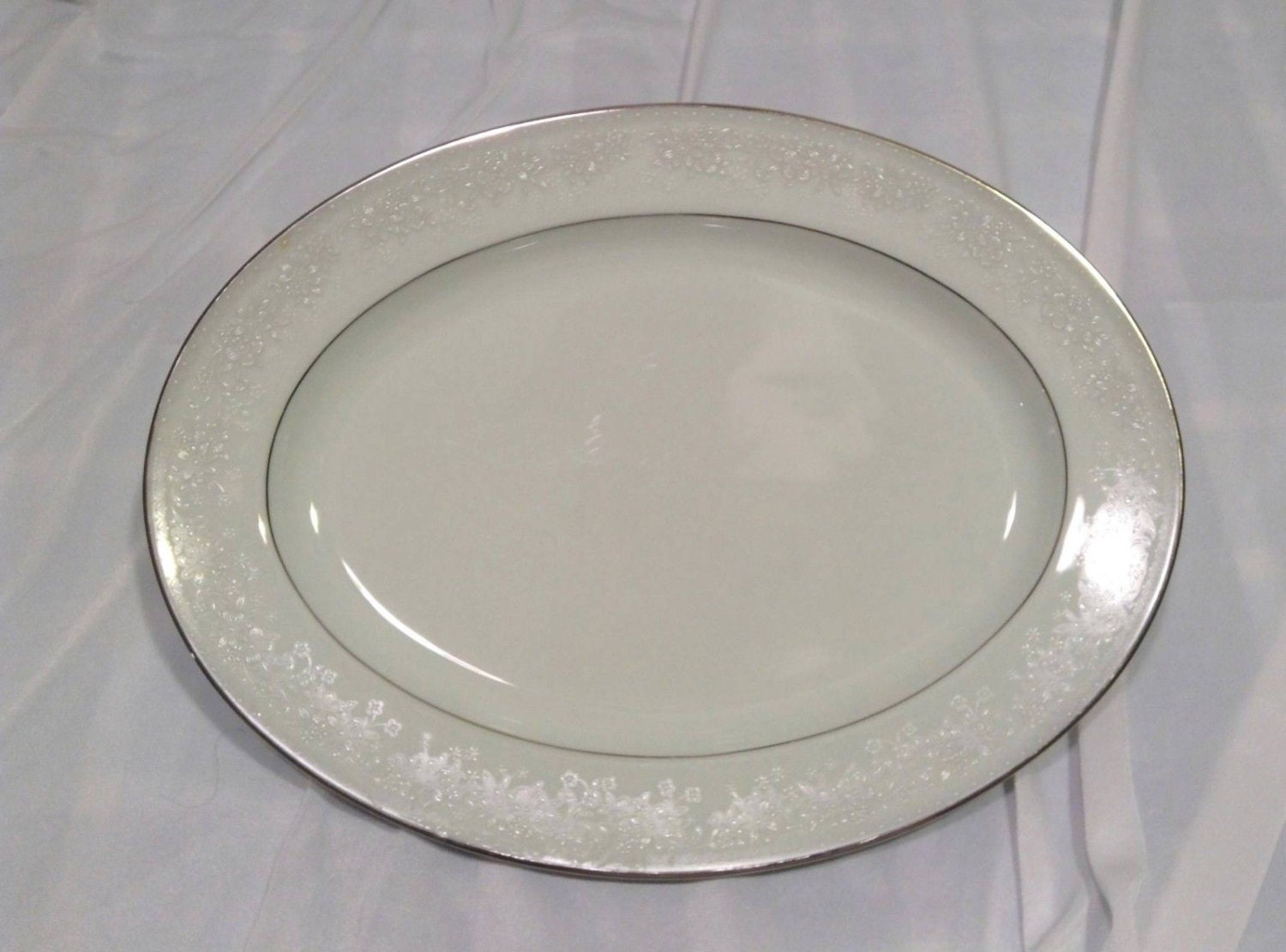 Noritake Contemporary Fine China Misty 2883 Oval Serving