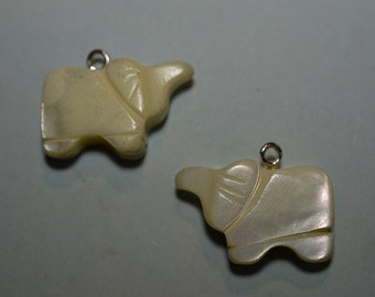 Vintage Mother of Pearl Good Luck Elephant Charm/Pendants  (1060300)