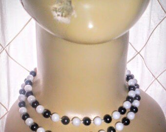 Vintage black and white plastic pearls necklace