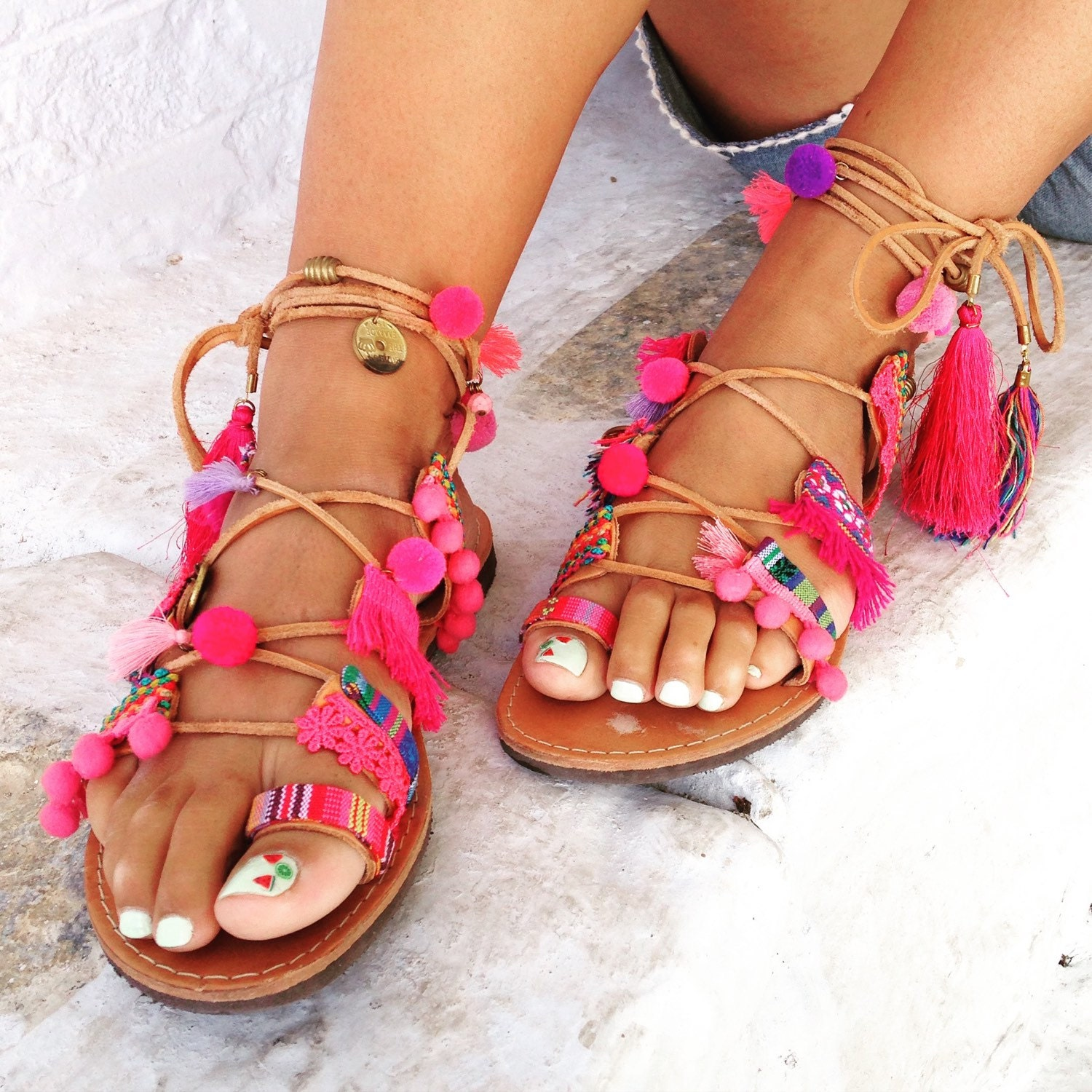 Spartan ethnic pink leather sandals - Sandales ethniques a pompons ...