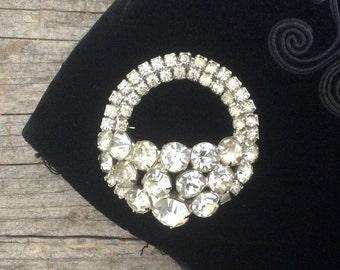 Vintage 1950's Rhinestone encrusted circle brooch