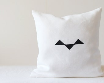 Black and white linen pillow cover  - rustic abstract bird - cushion cover for minimalist interior design - Scandinavian style | 0050
