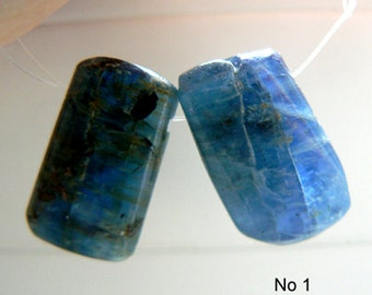 2 blue kyanite briolettes tumbled- 21-24mm- Focal beads-Jewelry beads supply- Gemstone beads