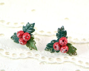 Christmas holly stud  earrings - Polymer clay Jewelry - berry stud earrings - winter earrings - Christmas gift