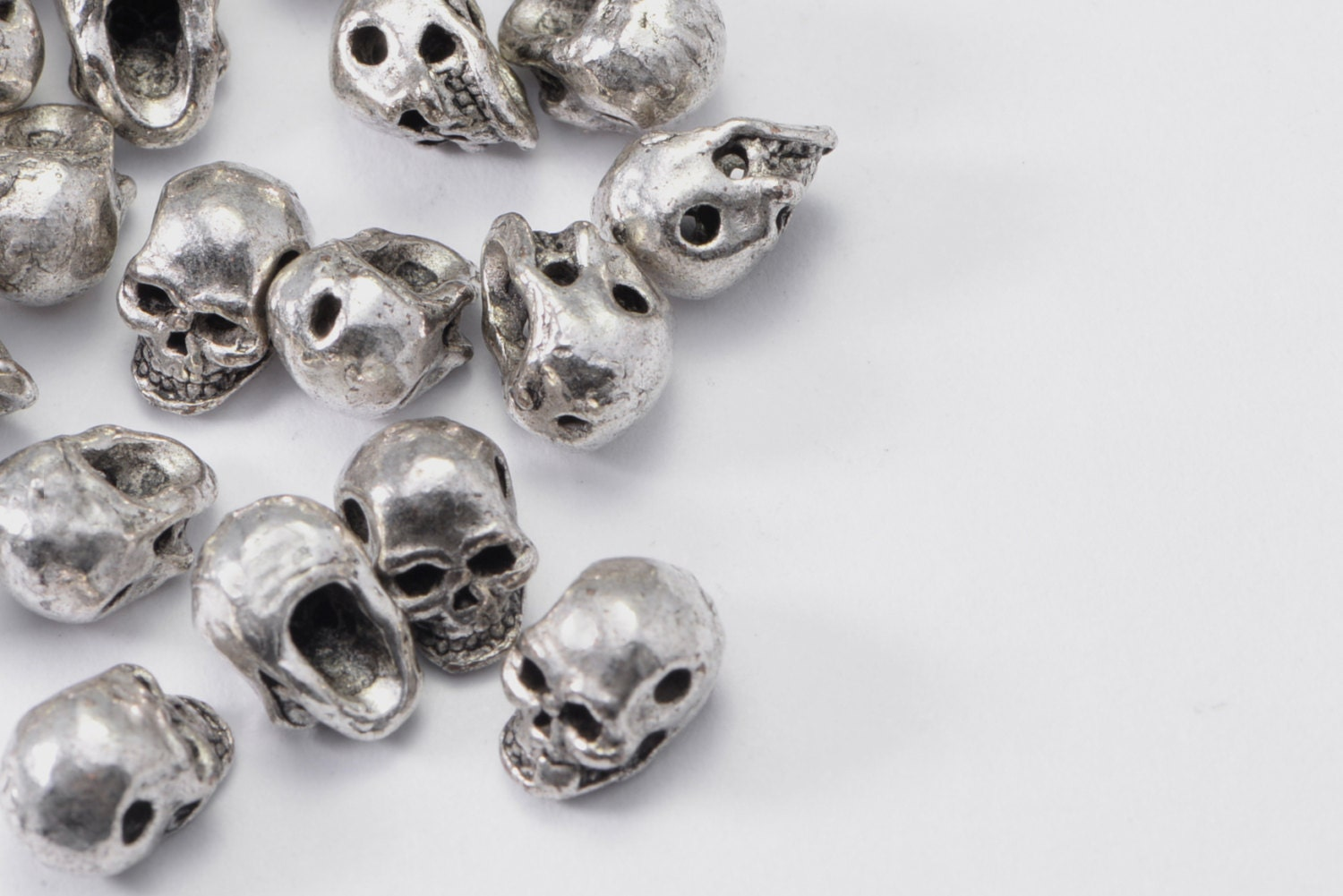 50pcs mini skull in silver tone skull