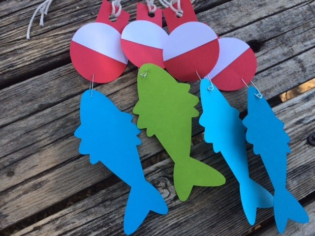 Fishing party favor tags party decorations bobbers for Fish party decorations