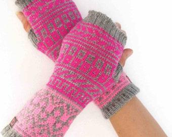 Fingerless mittens in fair isle