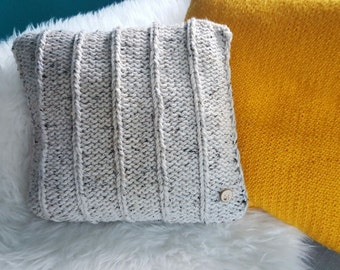 Chunky knit pillow with wooden button - small cushion - beige tweed wool cushion with lines