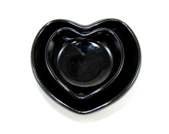 Nesting heart bowls - Black heart bowl - Pottery trinket dish - Nesting bowl set - Gloss black bowls - Key bowl - Jewelry dish - Change bowl