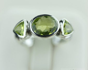 SIZE 7.5 GENUINE PERIDOT (Nickel Free) 925 Fine S0LID Sterling Silver Ring & Free Worldwide Express Shipping r1267