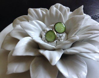 Just add a squeeze of lime glitter earrings. Beautiful lime green glitter and 12mm bronze posts.