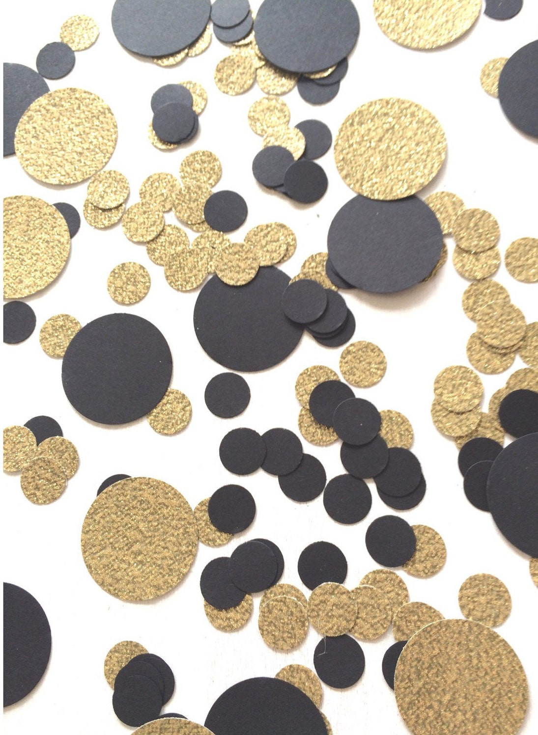 Black gold confetti circle confetti bridal shower for Decoration table nouvel an