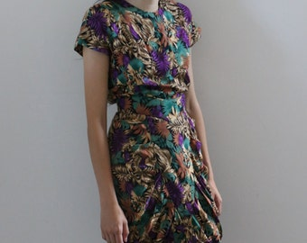 Print Dress with Shoulder Pads Size Xsmall-Small, with de-tachable belt
