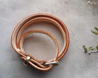 Light tan dye leather belt 1inch.  Brass buckle