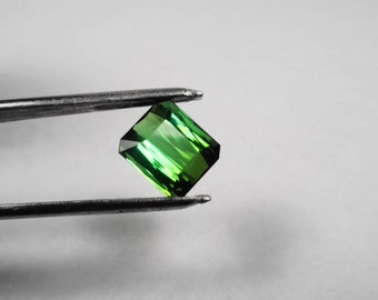Tourmaline Gem.  Very Clean Green Tourmaline 4.70ct. Emerald Cut 10x8mm. Natural Loose Gemstone.