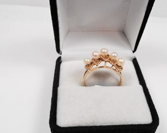 Pearl Ring.  Five Pearls in a 10kt. Gold Ring