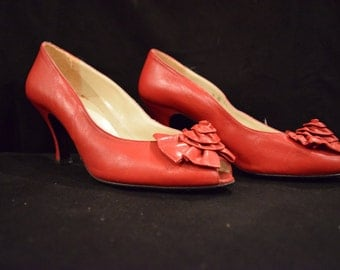 Vintage Inspired Peep-Toe Pump