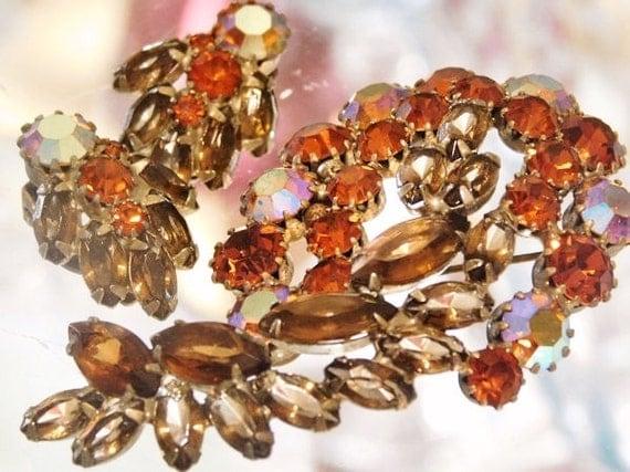 Vintage WEISS Rhinestone Brooch Earrings Set Demi Parure 1950s 50s AB Aurora Borealis Mid Century Midcentury Designer Wedding Bride Bridal