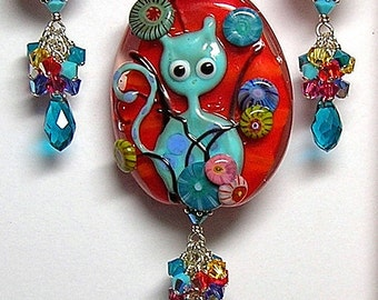 Handcrafted Lampwork Art Glass TuRQuoiSe TaBBy CaT Pendant and Earrings Set by GLiTTeRBuG oRiGiNaLS SRAJD